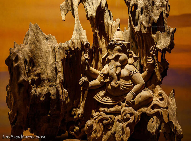 escultura tallada en madera